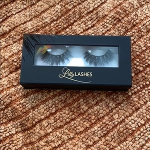 Lilly Lashes In Mykonos!